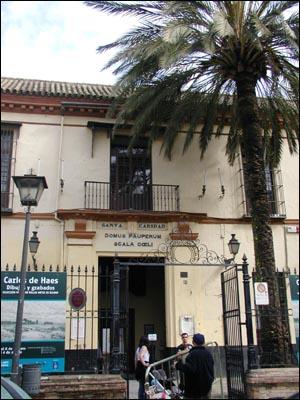 세비야 자선병원 입구 17세기에 건립돼 지금까지도 빈자와 노인을 위한 요양소로 쓰이는 소박한 자선병원의 모습.