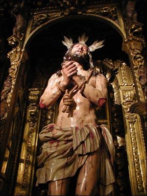 사실적 묘사로 보는 이를 자극하는 예수수난상 그로테스크하리만큼 사실적인 채색목조조각이 세비야에서 발전했던 배경에는 이곳이 레콘퀴스타의 격전지였다는 사실이 숨어 있는 것만 같다.