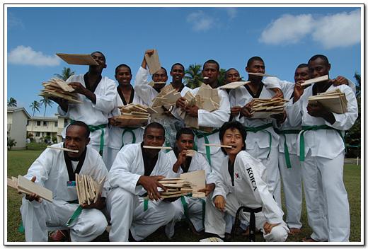 해외봉사단 활동사진 피지 경찰학교 태권도부