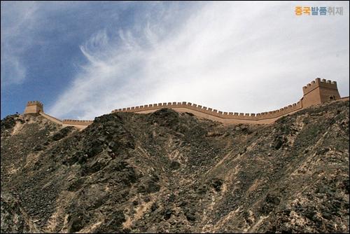 씨엔비 장성 자위관 북쪽 헤이산 기슭에 있는 장성 망루