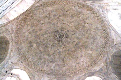 인도 타지마할묘 돔 천장의 모습