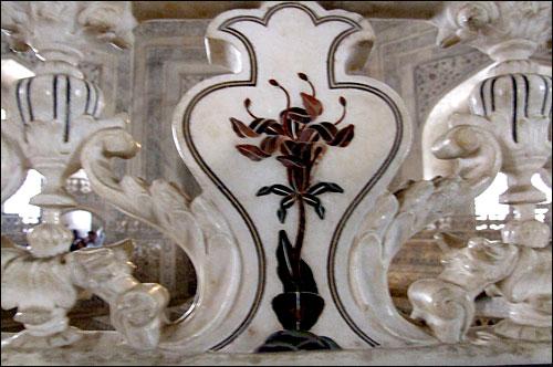 인도 타지마할묘 내부 돌 문양