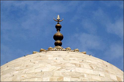 인도 타지마할묘 돔 모습