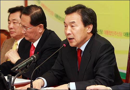 11일 오전 국회에서 열린 통합신당 최고위원회의에서 손학규 대표가 인사말을 하고 있다.