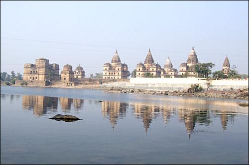 인도 오르차에 있는 석성 모습