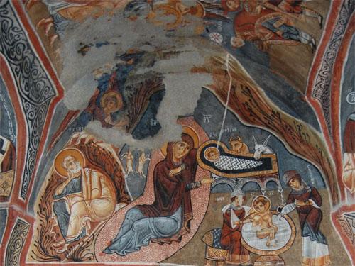 암굴교회의 아기 예수 탄생 그림 그림이 매우 선명하다. 목욕장면과 요셉의 자리가 앞 그림과 바뀌었다. 아기 예수의 몸에서 올라간 빛이 동방박사들에게 전해져 예수탄생이 알려졌다. 목동들에게 천사가 알리는 그림은 없어졌다.