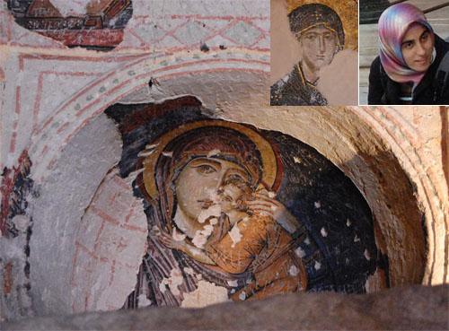 성모 그림과 터키 여성 성모 그림의 모델은 아마도 당시 이 지역에 살았던 여성들의 모습이 아닐까?  위 네모속의 성모는 아야 소피아 성당의 성모 그림이다. 오른쪽의 사진은 우연히 찍힌 터키 여성의 모습이다. 매우 닮았다는 느낌이 든다. 아래쪽 큰 그림은 바클교회에 있는 아름다운 성모의 그림이다.