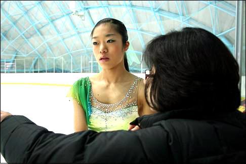 21,22일 열린 2008 동계체전 피겨경기에서 연기를 준비중인 김나영 선수. 이번 동계체전에서 김 선수는 멋진 연기를 선보이며 고등부 1위를 차지했다.