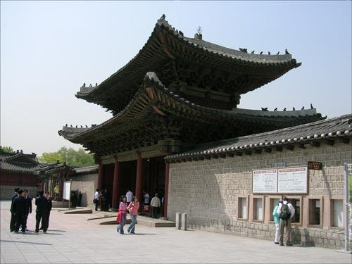 정조 임금의 주된 거처였던 창경궁.
