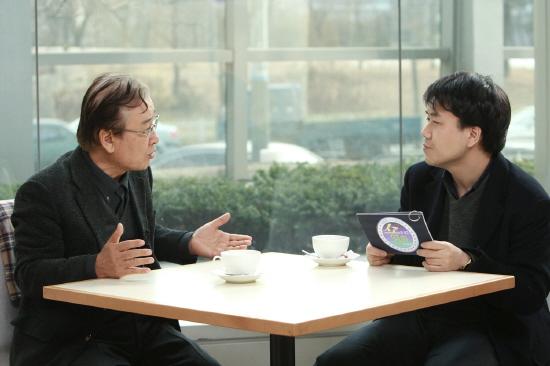 윤경철 OBS <쇼도 보고 영화도 보고> PD(오른쪽)와 탤런트 이순재(왼쪽)