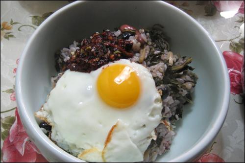 오랫만에 지어 먹어본 시래기밥. 예전 생각을 하며 맛있게 먹었다.