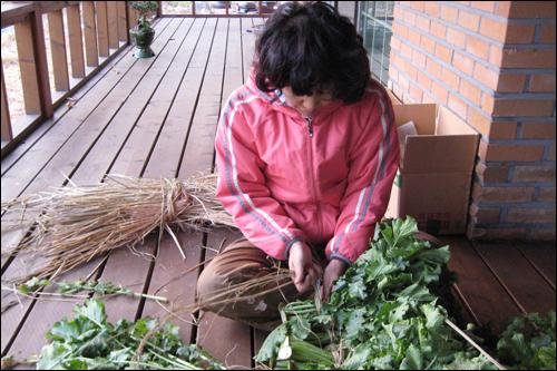 지난 가을, 아내가 지푸라기로 시래기를 야무지게 엮었다. 능숙한 솜씨를 발휘하였다.