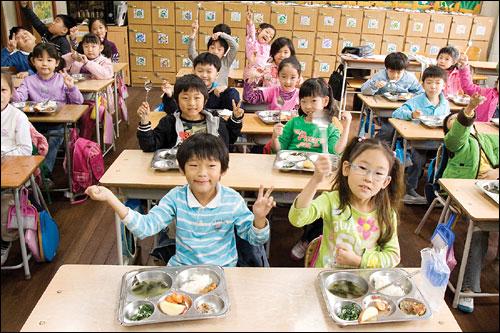 친환경 식재료 100%에 도전하는 안양 삼성초등학교.
