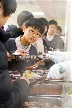 칠보중학교는 학년별로 친환경 관련 도서를 읽고 토론회를 하거나 독서 감상문을 쓴다. 아이들은 책에서 배운 내용을 급식을 통해 확인한다.
