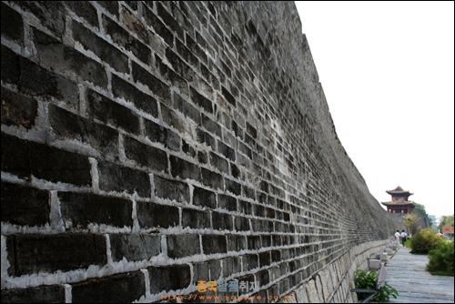 간저우 간장 강변에 세워진 송나라 시대의 성벽