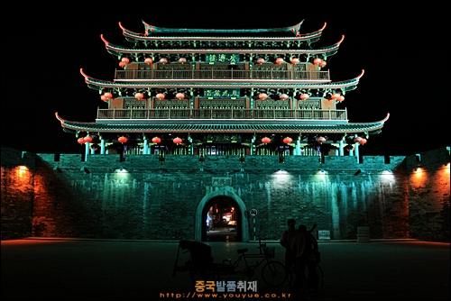 차오저우의 강변 성곽인 광지먼