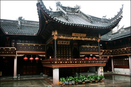닝보 텐이거 안에 있는 진씨 사당의 무대인 시타이