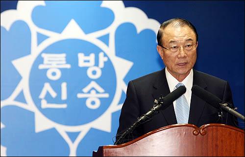 최시중 방송통신위원장이 26일 오후 서울 광화문 방송통신위원회 청사에서 열린 취임식에서 취임사를 하고 있다.