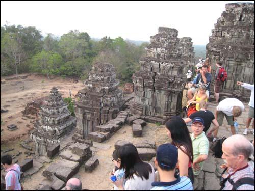 각 층마다 12간지를 상징하는 열두 개의 탑이 세워졌다.
