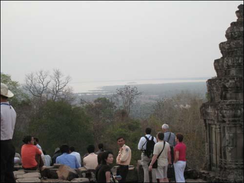 히말라야에서 발원해 캄보디아까지 이르는 톤레샵호수는 옛날 캄보디아, 태국, 베트남의 각축장이었다.
