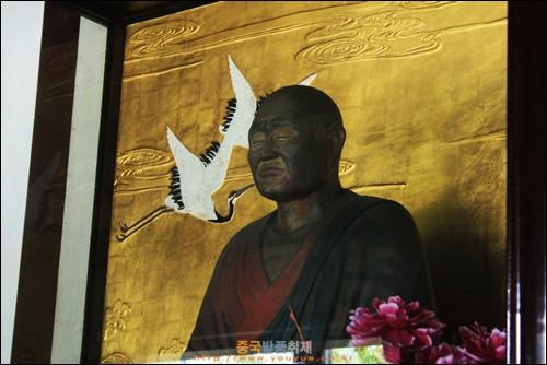 양저우 따밍쓰의 감진대사의 조각상