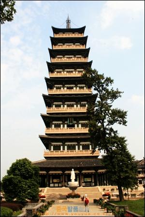 양저우 따밍쓰에 있는 9층 사리탑인 시링탑