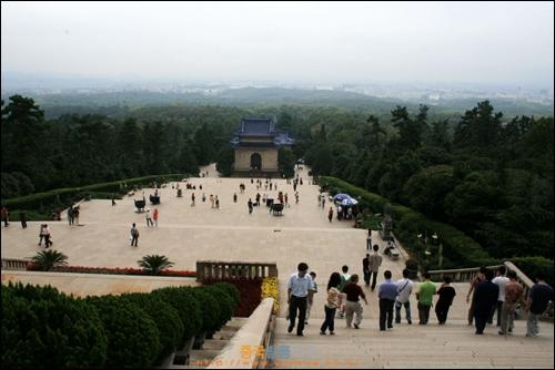 난징 쑨원의 묘역이 중산링에서 바라본 모습