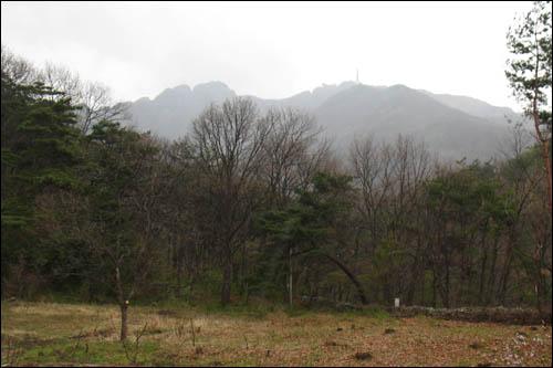 중악단 동쪽에서 바라본 천황봉
