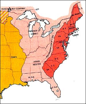 독립 당시 미국의 13개 식민지들. 동쪽 해안을 따라 길게 늘어선 모습(붉은 색으로 표시)이 보인다.