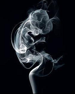 태아에 대한 흡연의 영향을 경고하는 영국의 금연 포스터입니다. 흡연은 태아에게 발육부전, 저체중아, 태아 유산 등을 일으킬 수 있고, 출생 후 '영아 돌연사 증후군'과도 연관되어 있습니다.