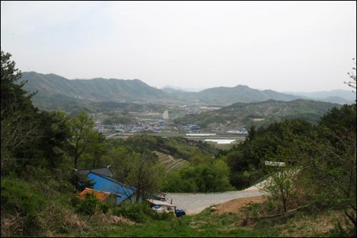 산 중턱에 있는 약사암에서 바라본 연산면.