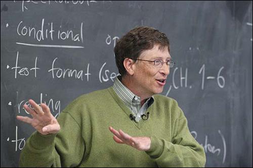 위스콘신대학에서 일일강사로 가르치고 있는 마이크로소프트의 빌 게이츠. 그는 대학을 스스로 그만둔 것으로 유명하다.