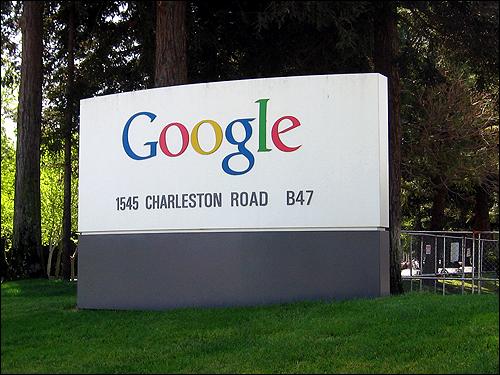 자유로운 업무 분위기로 유명한 구글사의 본사 앞 간판. 애플에 이어 '창의적 기업' 2위에 올라 있다.