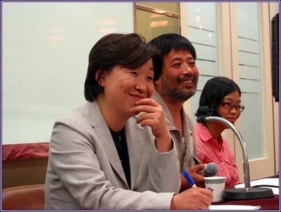 심상정 진보신당 공동대표, 김성환 삼성일반노조위원장, 프레시안 취재진이 독자들의 질문을 경청하고 있다