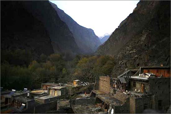 원촨현 도평채. 강족의 전통주거지로 이 일대는 강족의 4대 집단주거지 중 하나입니다. 민강 대협곡 안에 이런 마을들이 수 없이 흩어져 있습니다.