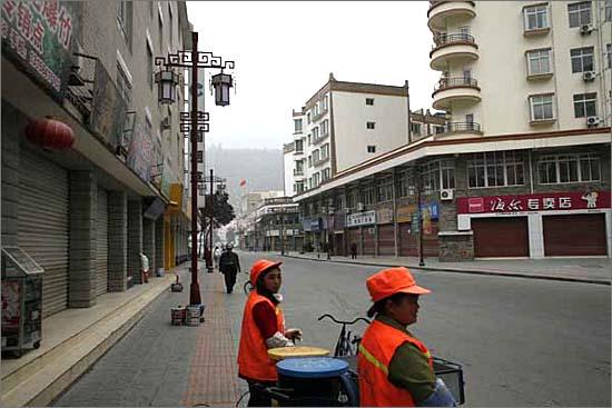 강족의 도시인 이 곳 원촨은 참으로 깨끗했던 것으로 기억되는 곳 이였습니다. 상당히 오지에 위치한 마을이면서도 강족들의 자부심도 느낄 수 있는 곳이었는데, 참으로 안타까운 일입니다.