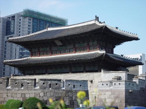 음력 4월 동대문의 모습