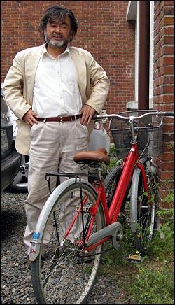 박홍규 교수는 자전거를 이용해 출퇴근하고 있다.