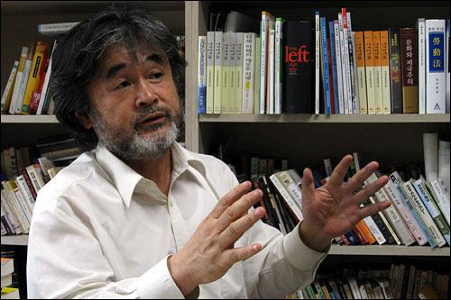 박홍규 교수는 이명박 정권에 할 말이 많은듯 사뭇 심각해졌다.
