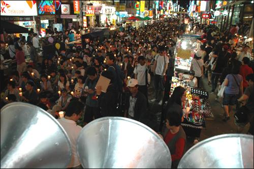 부산시민 7000여명이 31일 저녁 서면에서 열린 촛불문화제에 참석했다.