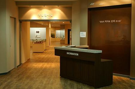 안동대학교 구 도서관 3층에 위치한 박물관 입구