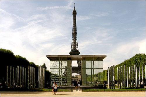 프랑스 파리의 2차 촛불집회가 예정되어 있는 평화의 문(Mur de la Paix).
