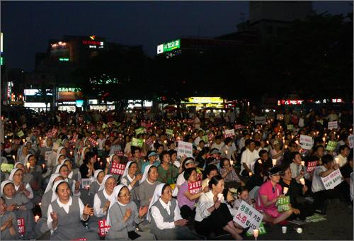 9일 밤 대전역광장에서 열린 촛불문화제에 1000여명의 대전시민들이 참여했다.