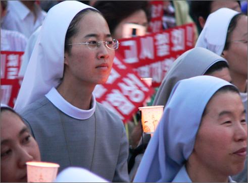 9일 대전역광장에서 열린 촛불문화제에는 수녀님 등 천주교 신자들이 대거 참여했다.