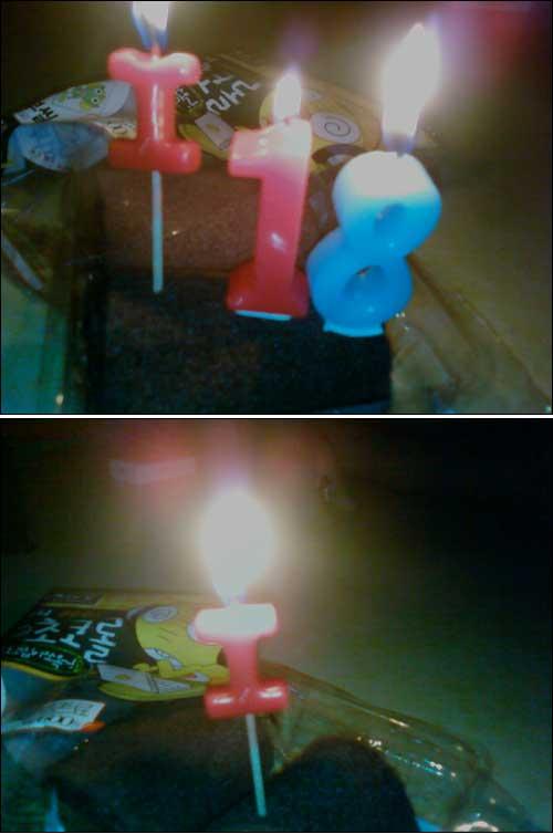 슬픈아이i의 나홀로 촛불 i18  집회 참가하고 싶었는데 팀장님이 일 시켜 놓고 팀장님만 집회갔어요. 꼭 퇴근 시간에 일 시키는 그런 팀장님이요. 생각해 보니 열 받아서 18살 초에도 불 붙였어요. 팀장님한테 하는 건 아니구요, 18살 촛불은 청와대 그분에게 전해 주세요.