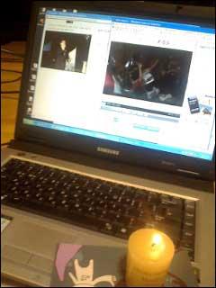 저는 김주현입니다. 노트북의 왼쪽 영상은 오마이뉴스 생중계, 오른쪽 영상은 쇠고기 재협상을 다룬 이번주 <KBS스페셜>입니다. 지피지기 백전백승이라고 했습니다. 우리 촛불과 함께 확실하게 알고 확실하게 이깁시다.