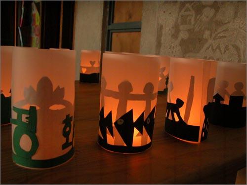 아이들과 함께 만든 촛불 인천에 있는 작은 공부방 입니다. 초등부 아이들과 함께 낮에 촛불을 만들어 밤에 중고등부 아이들과 함께 불을 밝혔습니다. 함께 가지 못하는 마음을 담습니다.