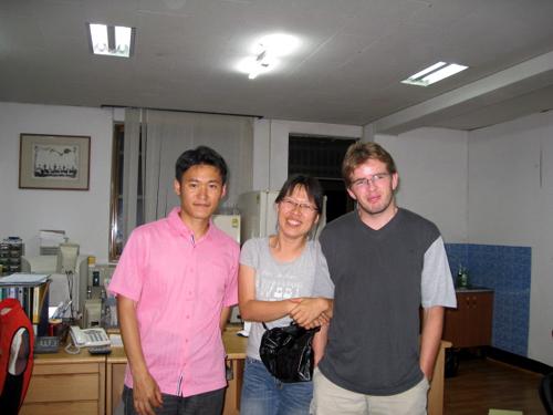 오른쪽부터 던킨, 하나미, 여수환경운동연합 송지훈 간사