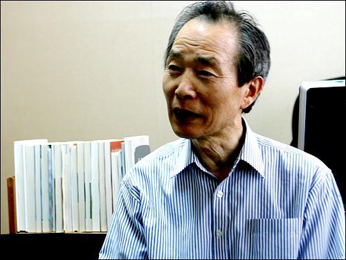 촛불집회의 장래에 대해 말하는 장기표 신문명정책연구원장.