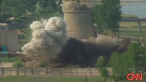 북이 27일 오후 5시5분. 높이 20여미터, 600톤에 달하는 영변 원자로 냉각탑을 폭파했다. 폭파비용은 미국이 부담했으며, 한국과 일본은 참관하지 못했다.